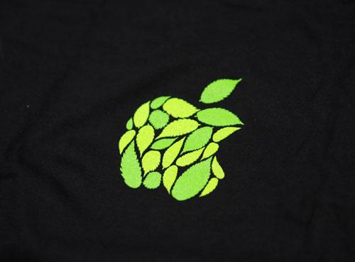 Apple Store表参道Tシャツ前
