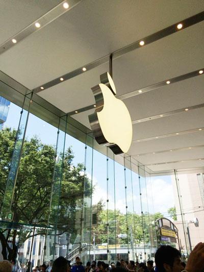 Apple Store表参道のりんご