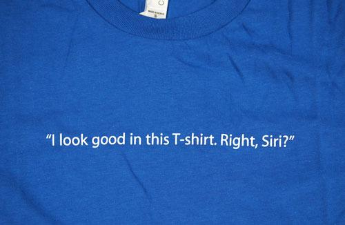 SiriのTシャツの文字