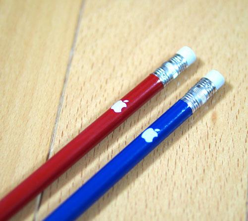 リンゴマークの入ったAppleオリジナル鉛筆