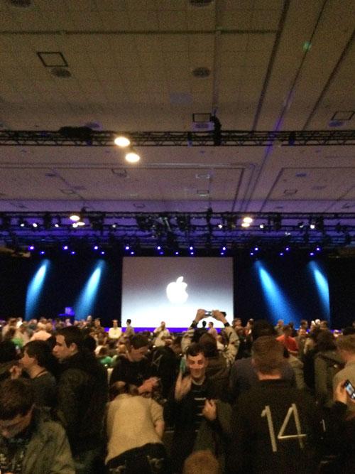 WWDCキーノートの会場プレシディオ。どまんなかの席をとった!