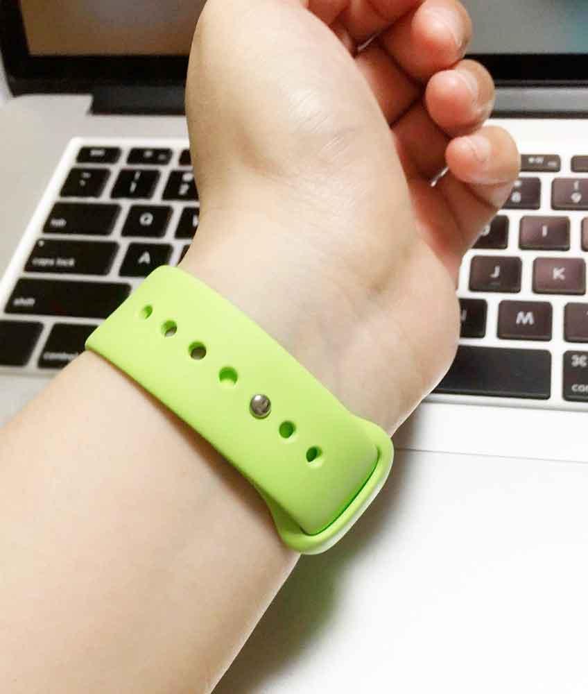 Apple Watchのスポーツバンドの金具。