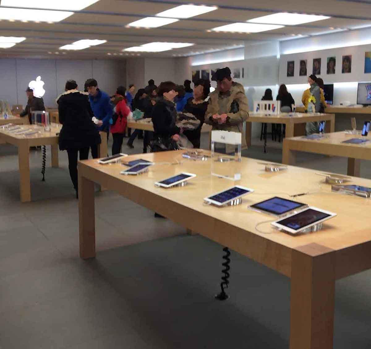 Apple Store心斎橋1F