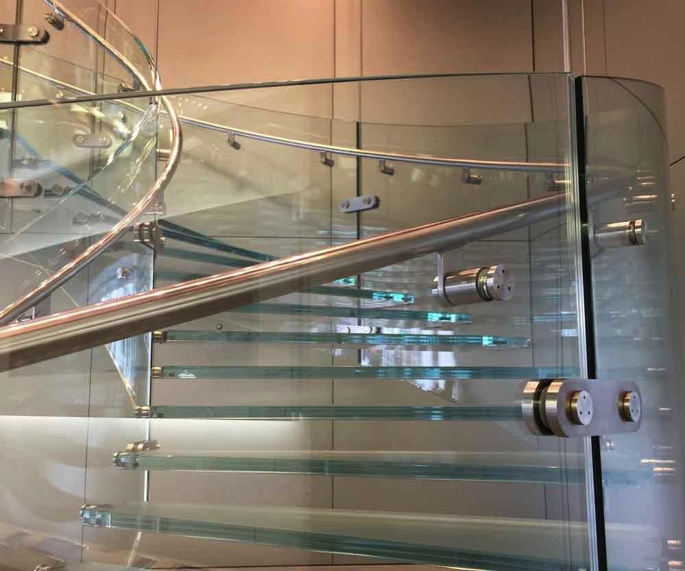Apple Store心斎橋ガラス階段