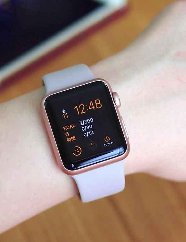 新作のローズゴールドapple watch sportを購入 iphone 6s とお揃い