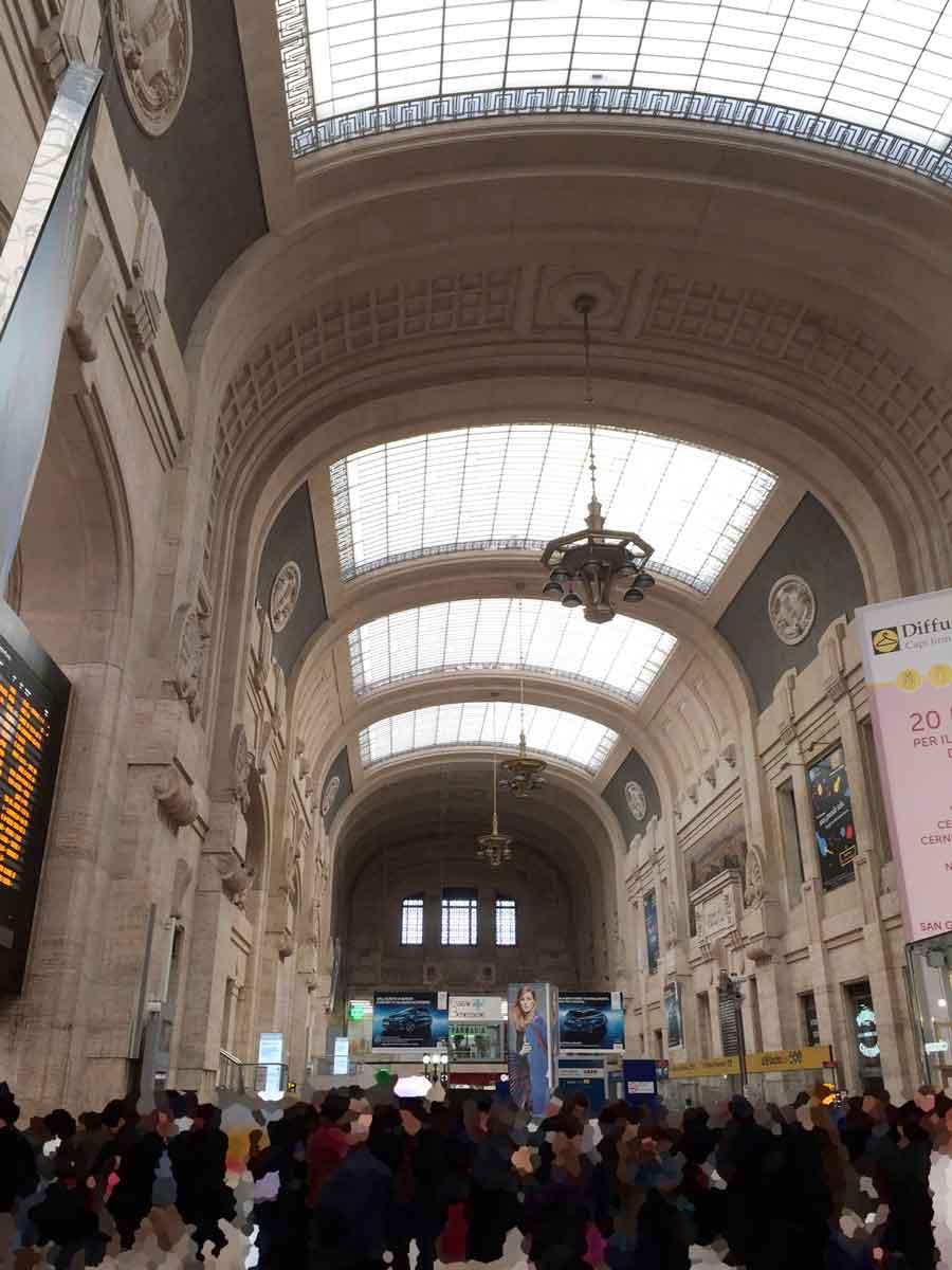 ミラノセントラル駅内部