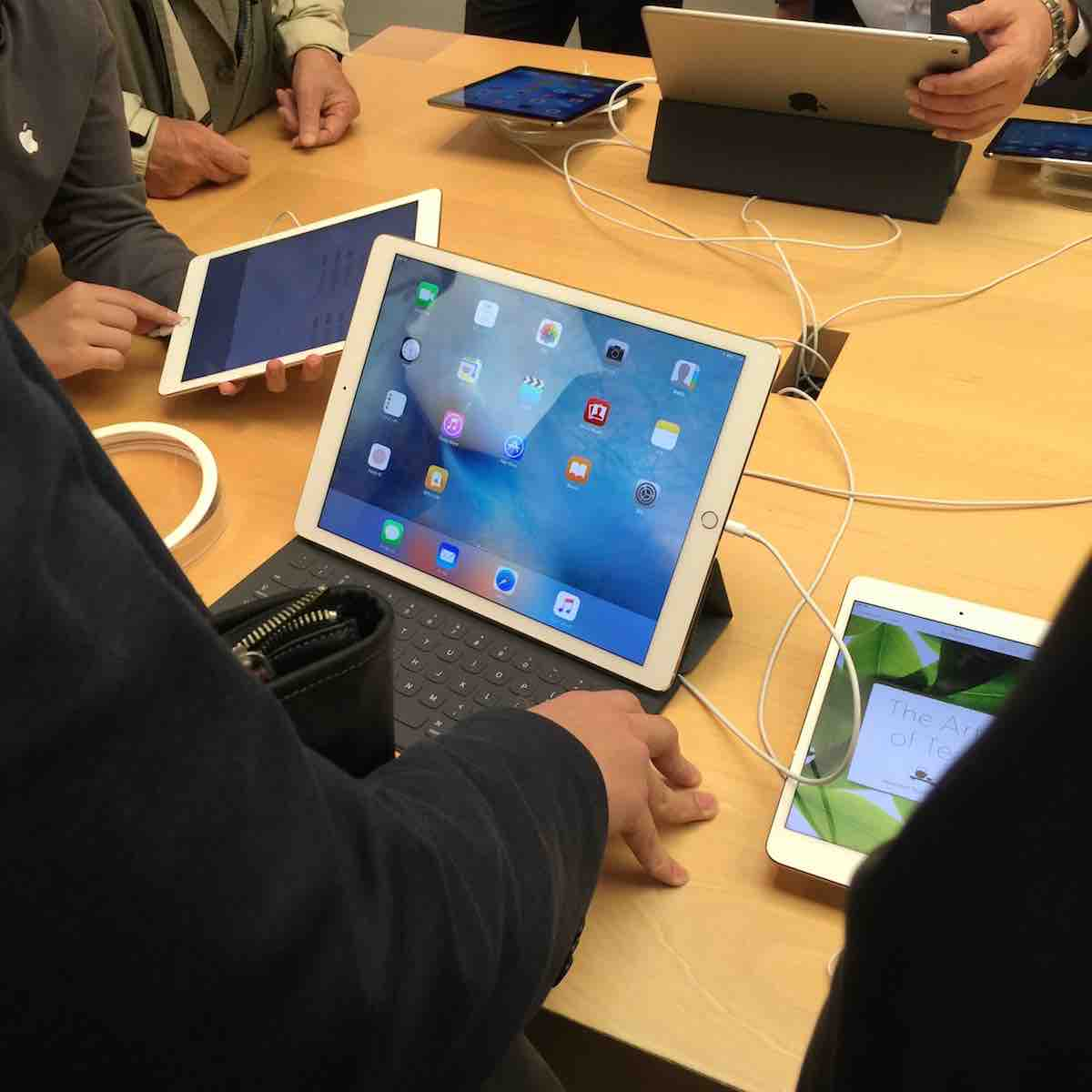 Apple Store銀座、iPad Proデモ機
