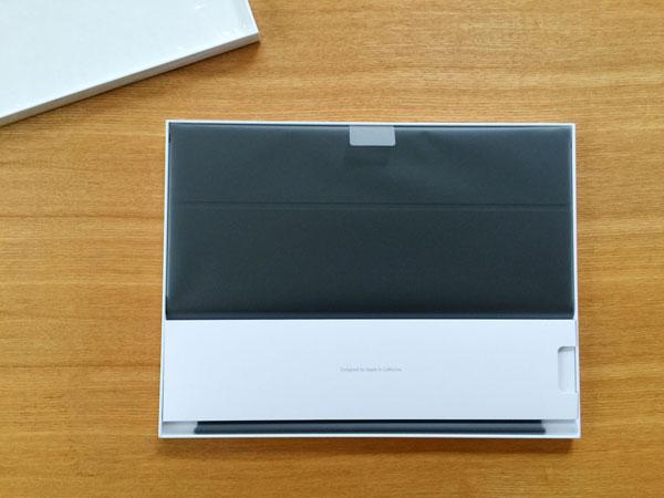 Smart Keyboardの箱を開けると!