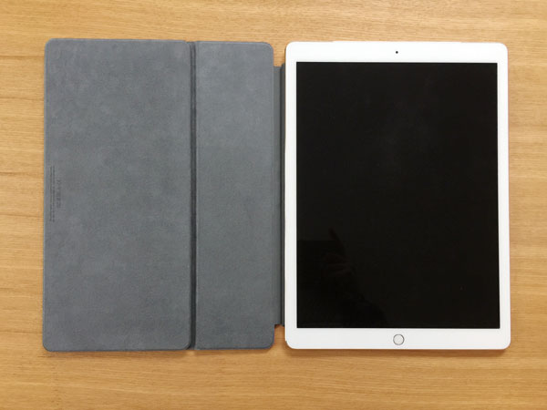 Smart KeyboardをiPad Proに装着したところ