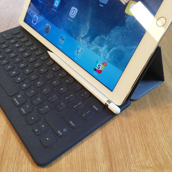Smart Keyboard、あの重いiPad Proを立てても安定感がすごい