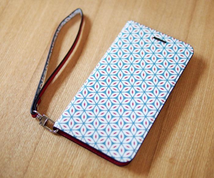 【invite.L】 Foliocase フォリオケース・パターン/ストラップ付き カード収納可能 ケースをiPhoneに付けてみたところ