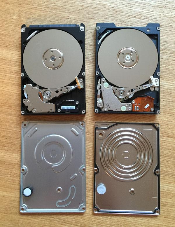 円盤部分まで分解されたHDDたち