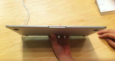新型MacBook Airは薄い