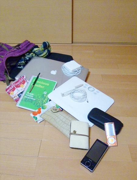 yucovinのMacBook Pro 17の入ったリュック