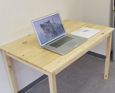 新しい机にMacBook Pro 17インチとペンタブを置いてみた