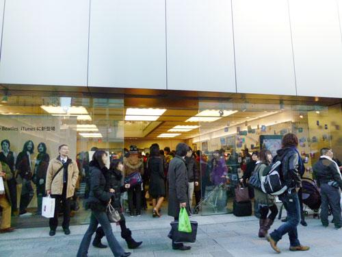 銀座Apple Storeはスゴい人、人、人。