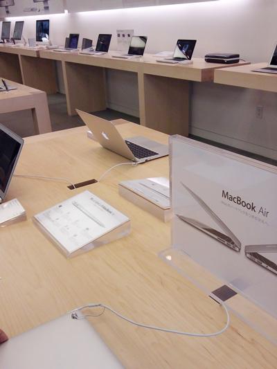 アップルストア店内、MacBook Air売り場