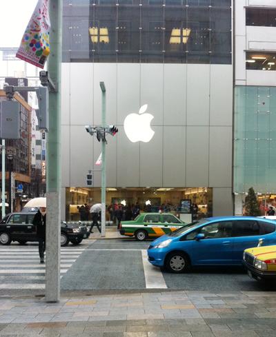 雪まじりのApple Store銀座
