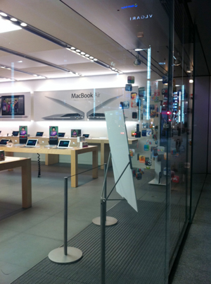 Apple Store銀座の現在の展示風景
