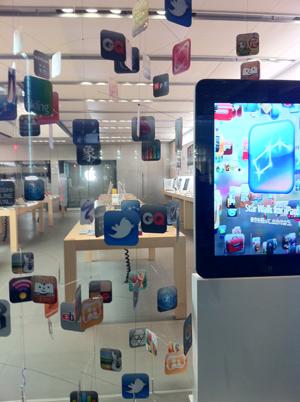 Apple Store銀座の展示右