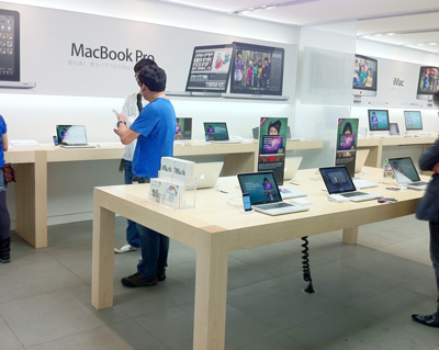 Apple Store名古屋栄1階MacBook Proコーナー