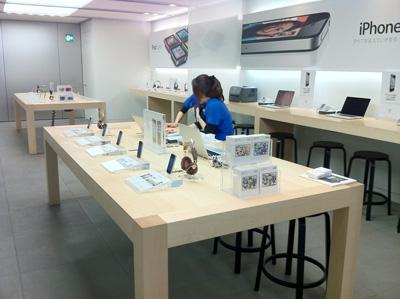 Apple Store名古屋栄1階iPhoneコーナー