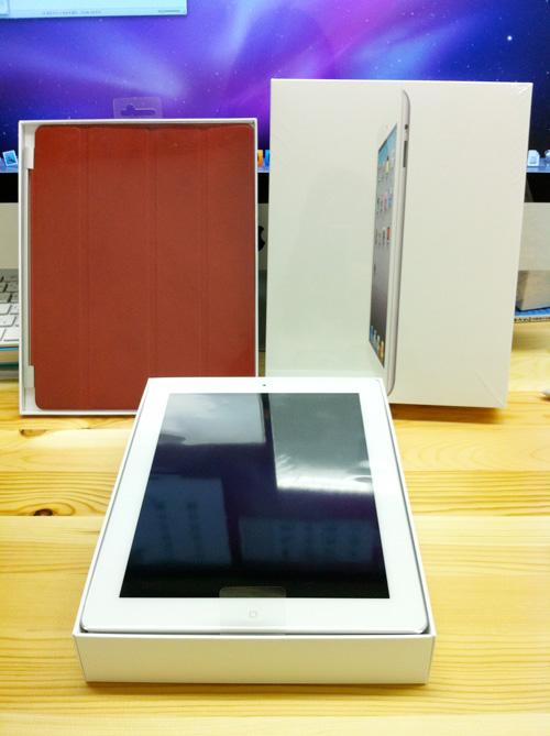 iPad 2のホワイト。スマートカバー(風呂蓋)の赤
