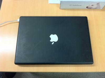 ねこ先生のMacBook黒(2008)