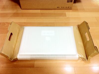 こうやってMacBook Proが梱包されている。