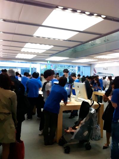 iPad2販売当日のApple Store銀座の店内の様子