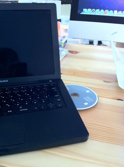 ねこ先生のMacBook黒をディスクから起動