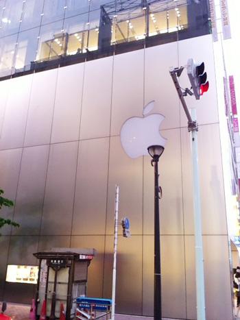Apple Store銀座 横から