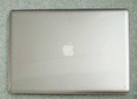 Speck MacBook Pro SeeThru (Clear) SPK-MB17AU-SEE-CLRを着けたMacBook Pro