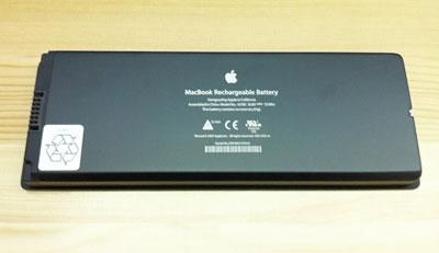 MacBook黒の新しいバッテリーはピカピカ