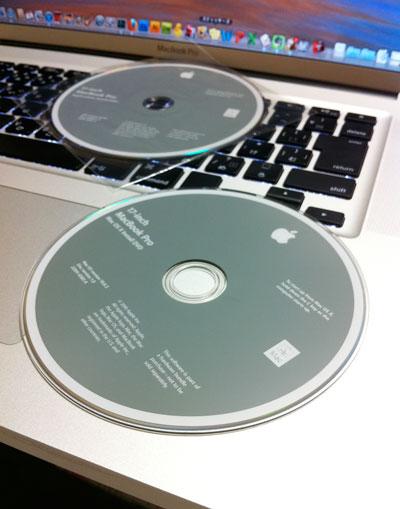 満身創痍のMacBook ProとApple Hardware Testの入ったインストールディスク