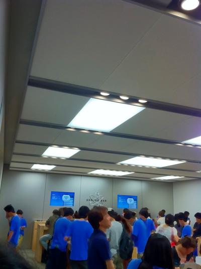 アップルストア渋谷2F 狭いし大混雑