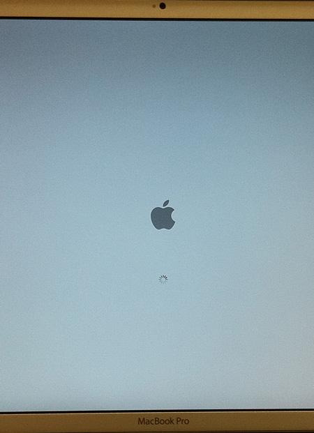 再起動、OS X v10.7 Lionを入れパーティション側で立ち上がる。