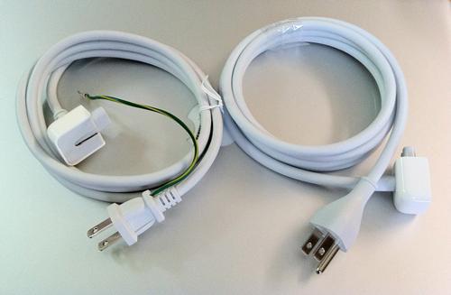 MacBook Air(Mid 2011)に同梱されていた3芯の延長ケーブルと後でもらった2芯の延長ケーブル