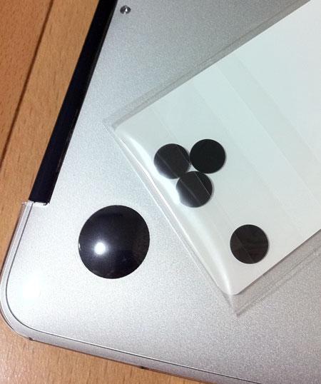 パワーサポートのAirジャケットセット for MacBook Airの滑り止めチップ(シール)にはがっかり。^^;)