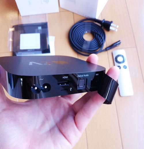 Apple TVはかわいい。光オーディオのポートもある。^^