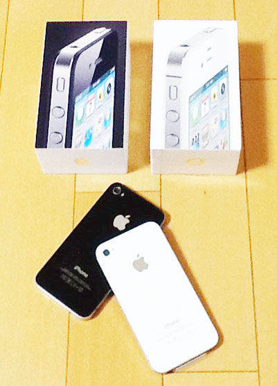 iPhone 4(SoftBank)とSIMフリーiPhone 4Sの2ショット