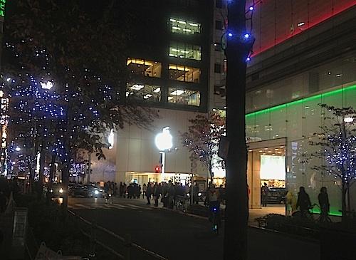 銀座のAppleStore クリスマス前だからか夜景がきれい