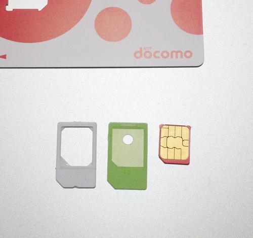 miniUIMカード、microSIMにはアダプターがあると安心。