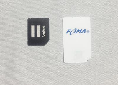 SoftBank、iPhone 4に入っているmicroSIMとFOMAカード