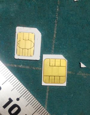 SIMに印をつけてmicroSIMサイズにカットします。