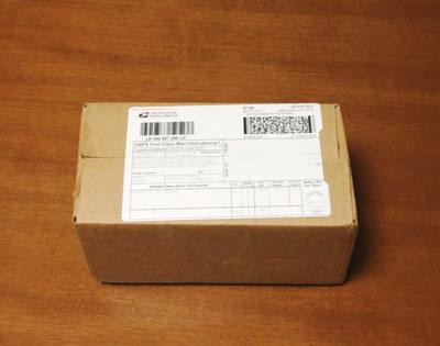 海外からやってきた箱の中身は?