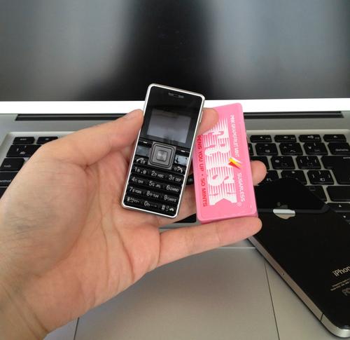 ストラップフォン(WX03A)はホントにフリスクサイズ!