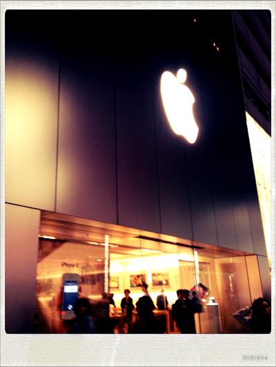 Apple Store。新製品がいっぱいだよ。