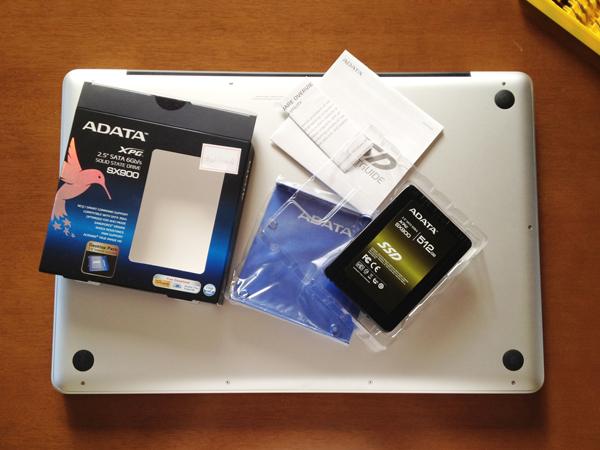 ADATA ASX900S3-512GM-CパッケージとMacBook Pro 17