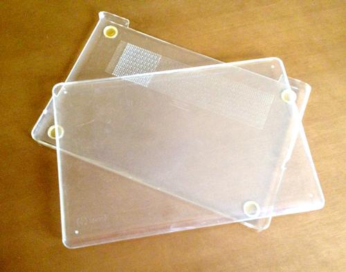 使い古したシェルケースspeck SeeThru for MacBook Pro 17